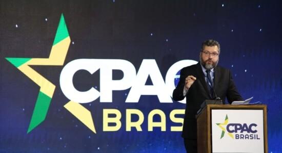 Ministro Ernesto Araújo se emocionou durante discurso na CPAC Brasil