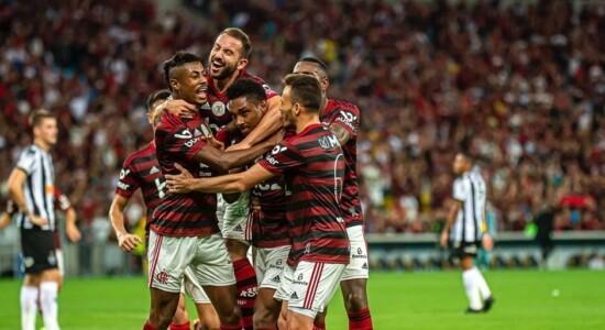 Flamengo vence Atlético-MG e amplia folga na liderança