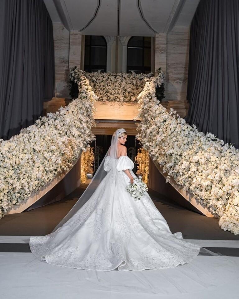 Blogueira Thássia Naves se casa em cerimônia luxuosa