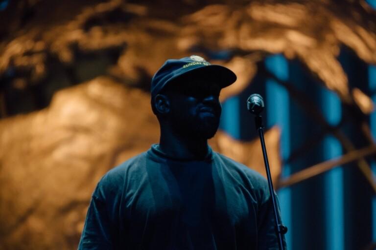 Kanye West participou de culto na Lakewood Church, nos EUA