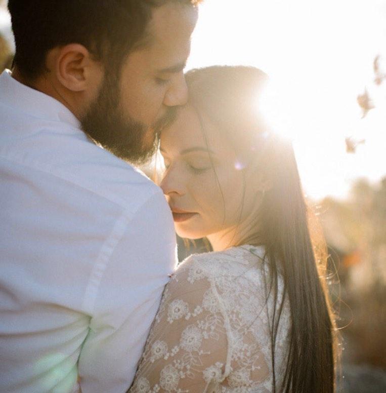 Marcela Tais e Samuel Antunes casaram no civil