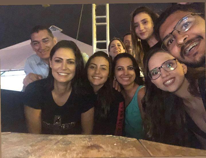Michelle Bolsonaro vai ao show do Hillsong United