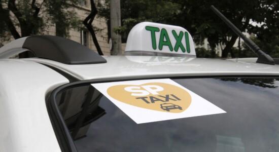 Prefeitura revoga bandeira 3 para taxistas
