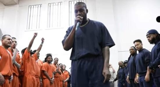 Kanye West fez show gospel surpresa em presídios