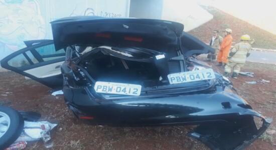 BMW ficou completamente destruída