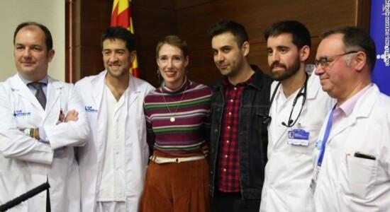 Audrey Mash com a equipe médica