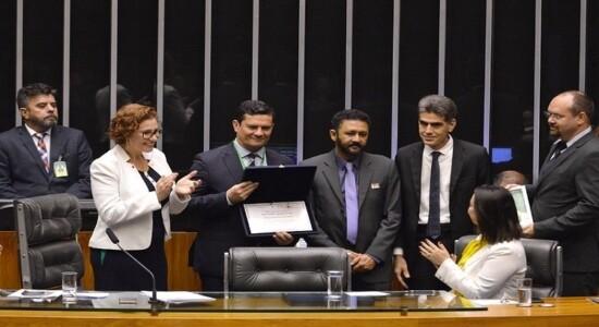 Moro recebe homenagem na Câmara, no Dia de Combate à Corrupção