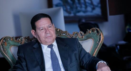 Vice-presidente Hamilton Mourão recebe representantes de Cuba e Argentina