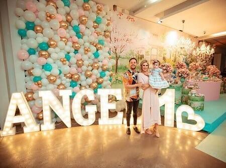 André e Cassiane Valadão comemoram primeiro aniversário de Angel