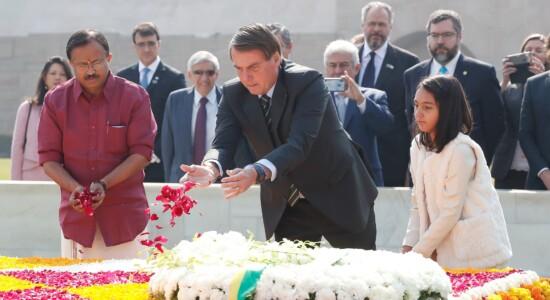 Bolsonaro e Laura participam de homenagem a Gandhi