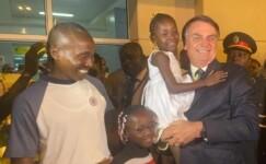 Agradeço a hospitalidade dos nossos irmãos angolanos, diz Bolsonaro durante escala