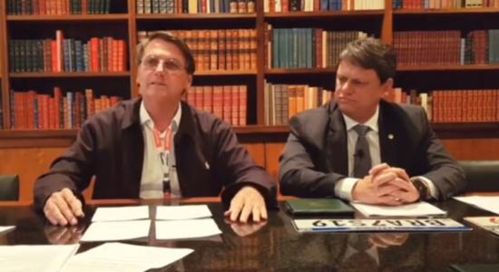 Jair Bolsonaro durante sua live semanal