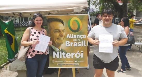 Deputado Carlos Jordy participa de ação do Aliança em Niterói