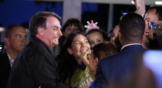 Mesmo questionado pela imprensa, Bolsonaro não falou sobre o convite a Regina Duarte