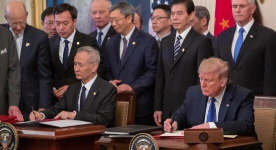 Vice-premiê chinês, Liu He, e presidente dos EUA, Donald Trump