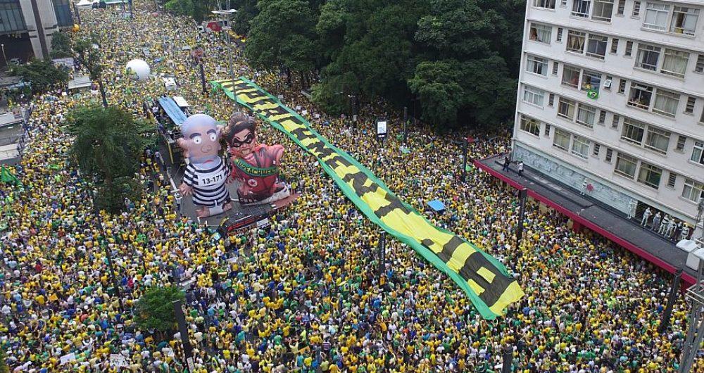 Manifestação na Avenida Paulista contra o governo da então presidente Dilma Rousseff