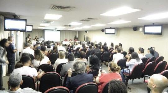 Empresa abre 500 vagas para o curso gratuito de Cuidador