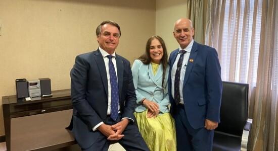Regina Duarte durante reunião com o presidente Jair Bolsonaro