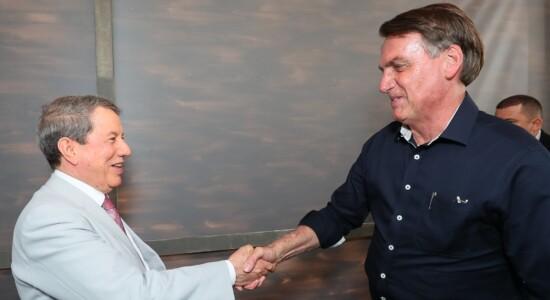 RJ: Bolsonaro vai a evento cristão e agradece a Deus