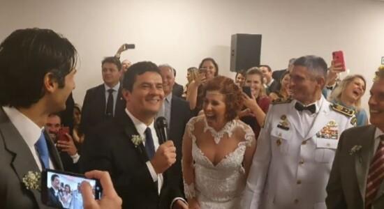 Carla Zambelli e coronel Aginaldo se casam em templo maçom
